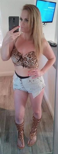 SEXY WHITE GURL IN LAUGHLIN NEVADA HIT ME UP BABY