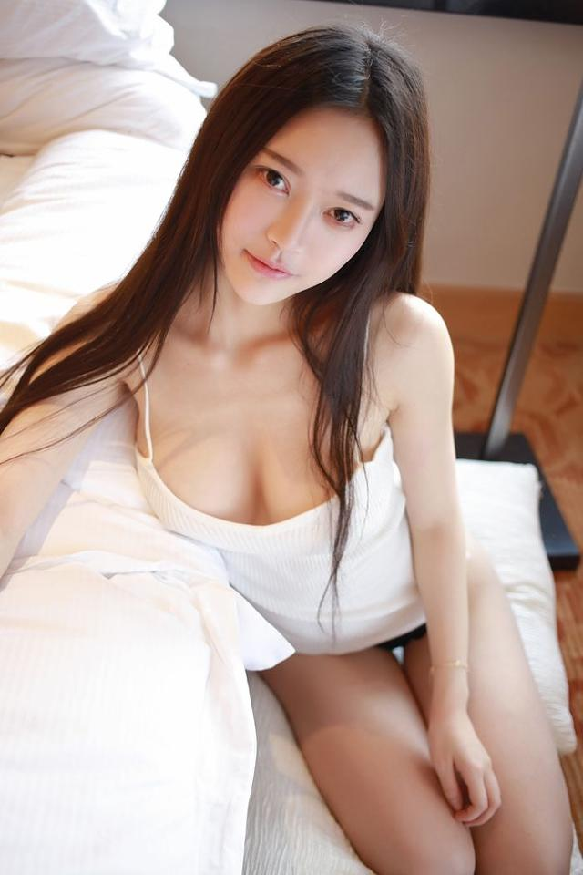 Asian beauty naked