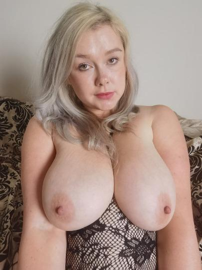 35YEAR OLDER SWEET SEXY M0M_COME FUCK ME