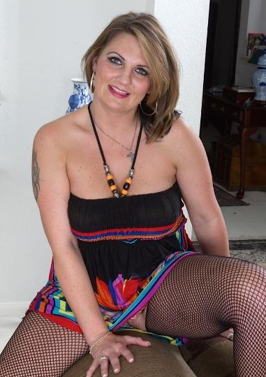 39 Year Older Sweet sexy Women_Come Fuck Me