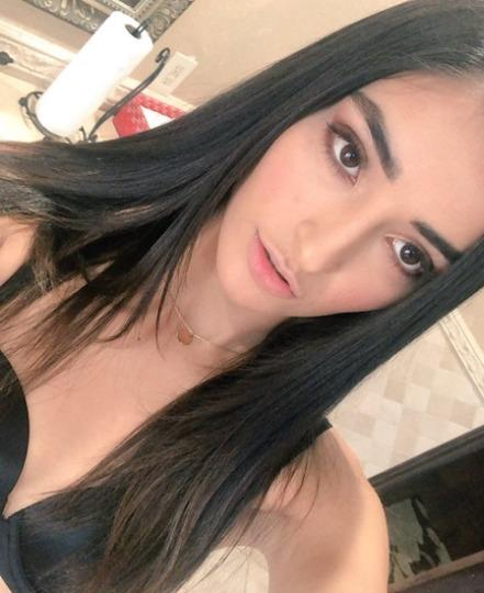 Horny Queen Available For Hookup