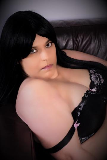 Escort 587-568-3513 South Side by Bonnie Doon  40up