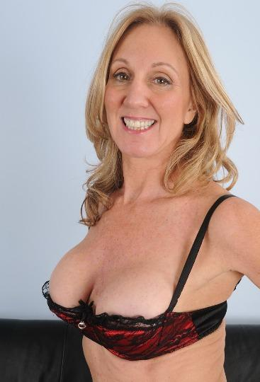 44yr Old MoM Ready for Hookup available 24hr In Or OutCall