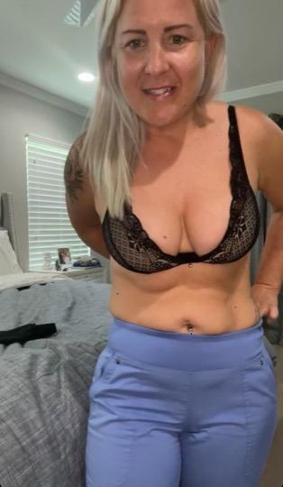 Blonde milf and friends Available tonight