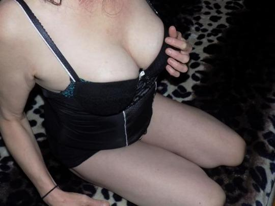 HOT BUSTY PRIA Hour Special Indian Welcome Scarb Morningside xoxo