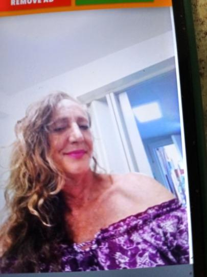 Clearwater largo in call also doing out calls on surrounding beaches looking for a mature gentleman I m a 54 year old beautiful woman