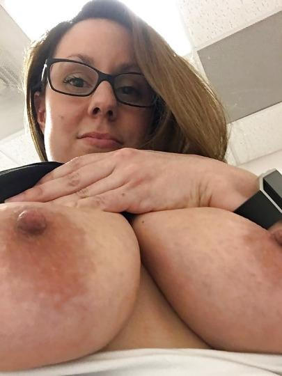 Nice well clean pussy for your enjoyment waiting for your hard dick