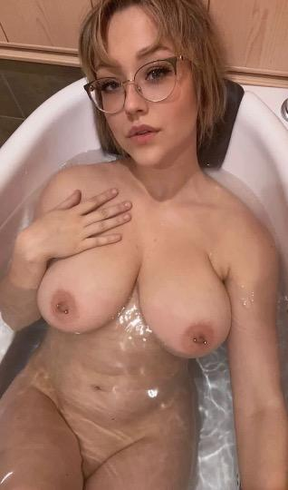 I do live video on Snapchat in naked till you cum