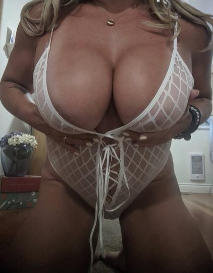 QUEEN MASSAGE AVAILABLE FOR YOU NOW
