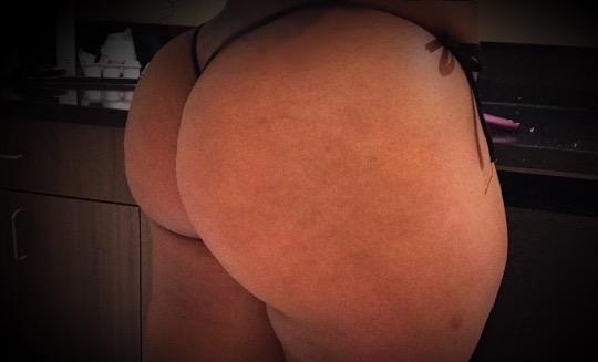 Sexy Busty Cuban College Girl Here - 23,760-465-8778,Colton,female escorts