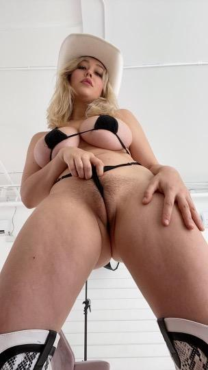 HEY GUY S AM ROSE I M HERE FOR FUN COME AND HAVE AN AMAZING DAY WITH ME